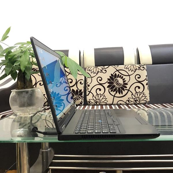 Laptop Dell latitude E5570| i7*6820HQ| RAM 8G| Ổ SSD 256Gb| AMD Radeon R7 M370| MÀN 15.6 FULL HD