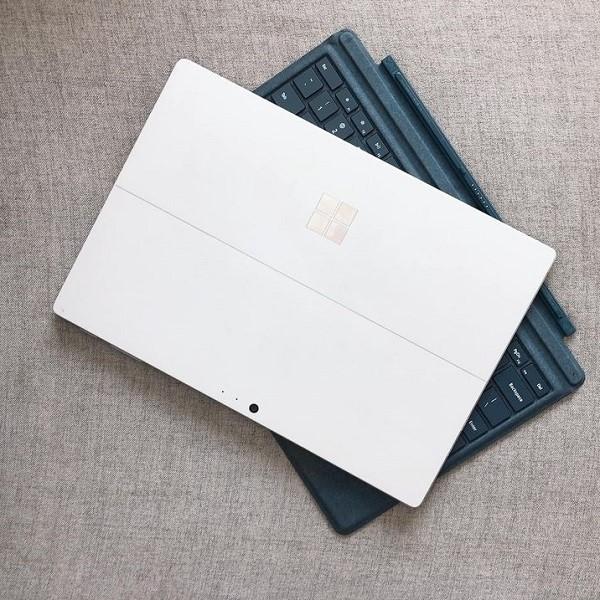 Surface pro 5 core i5 7300U, Ram 8Gb, SSD 256Gb
